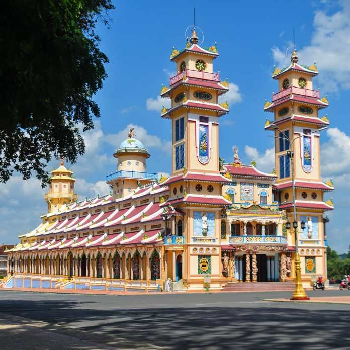 Cao Dai Temple tour: a journey to the most mysterious religion in Vietnam